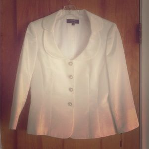 NWT Tahari Luxe white suit in Wendi style